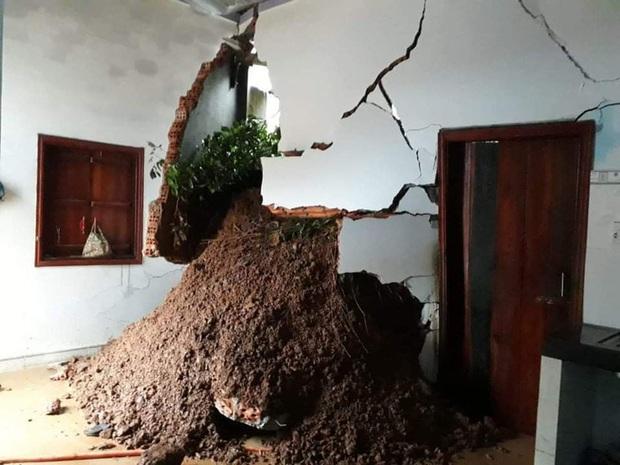 Đắk Lắk: Sạt lở núi vùi lấp, làm sập nhiều căn nhà - Ảnh 4.