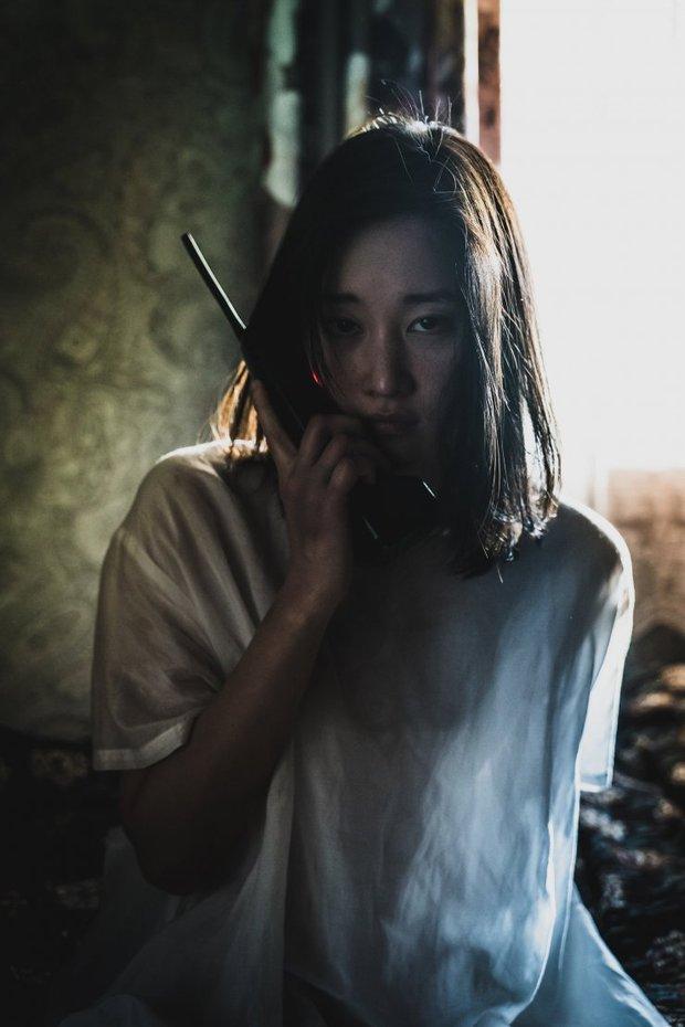 Ác nữ gây ám ảnh của THE CALL: Biến thái, tàn bạo lại khỏe như siêu nhân, bảo sao hành Park Shin Hye tới bến - Ảnh 4.
