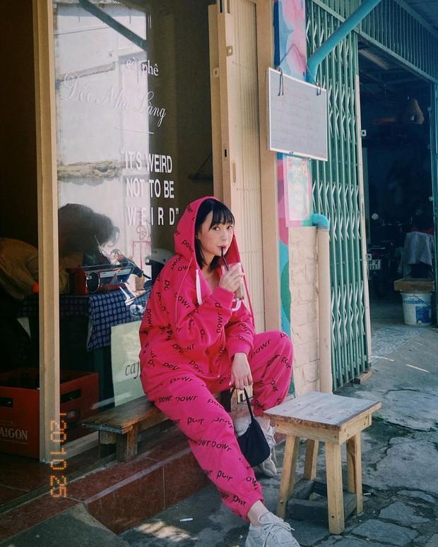 """Instagram look của sao Việt tuần qua: Chi Pu """"quẩy"""" skinny jeans ít ai mặc, Quỳnh Kool cố tình diện đồ lộ dây áo - Ảnh 12."""