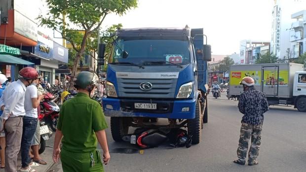 Bắt giam tài xế xe tải chạy ẩu, tông chết cô gái đang dừng chờ đèn đỏ ở Đà Nẵng - Ảnh 2.