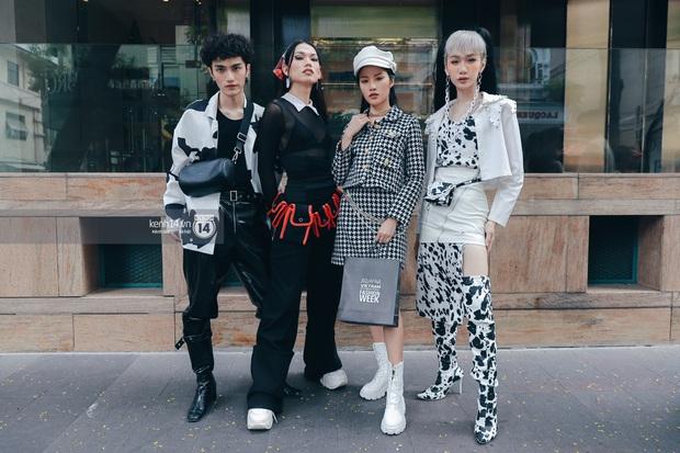 Street style ngày 1 Aquafina Vietnam International Fashion Week 2020: các bạn trẻ tiết chế hơn trong khâu mix đồ, tone đen được ưa chuộng hơn cả - Ảnh 7.