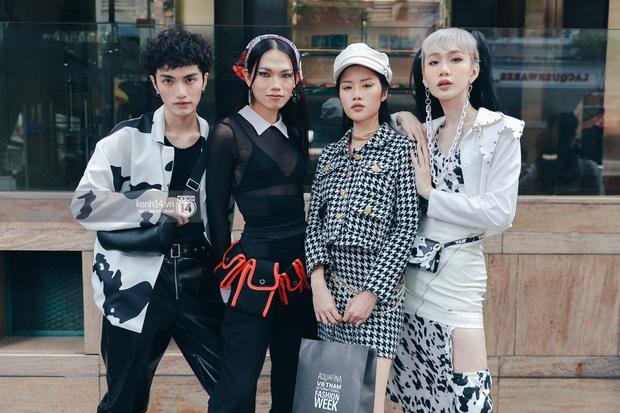 Street style ngày 1 Aquafina Vietnam International Fashion Week 2020: các bạn trẻ tiết chế hơn trong khâu mix đồ, tone đen được ưa chuộng hơn cả - Ảnh 3.