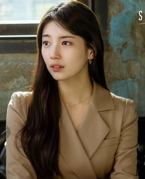 2 tình đầu quốc dân đụng hàng: Suzy thanh lịch nhưng đến Son Ye Jin sexy, cá tính mới đáng trầm trồ - Ảnh 1.