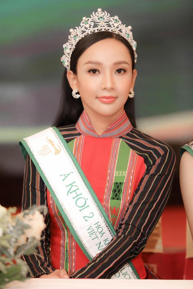 Khẩu chiến nhan sắc 2 Á khôi Du lịch Việt Nam 2020: Hết lộ mặt bóng dầu đến make up dữ dằn, kém nổi hơn hẳn thí sinh bị loại đằng sau - Ảnh 10.