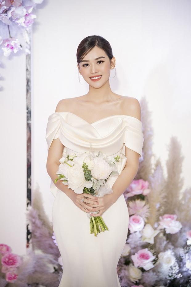 Xuýt xoa bộ ảnh đẹp trong đám cưới Á hậu Tường San: Cô dâu xinh nức nở khi bật khóc, bóng lưng chú rể gây chú ý lớn - Ảnh 3.