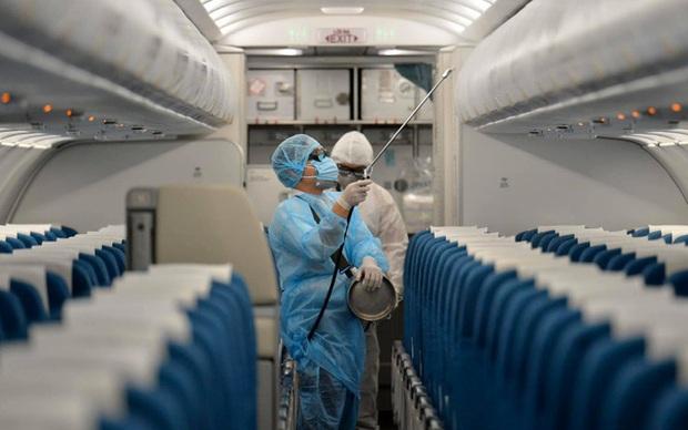 Nam tiếp viên Vietnam Airlines chỉ cách ly 4 ngày sau nhập cảnh, có đúng quy trình? - Ảnh 1.