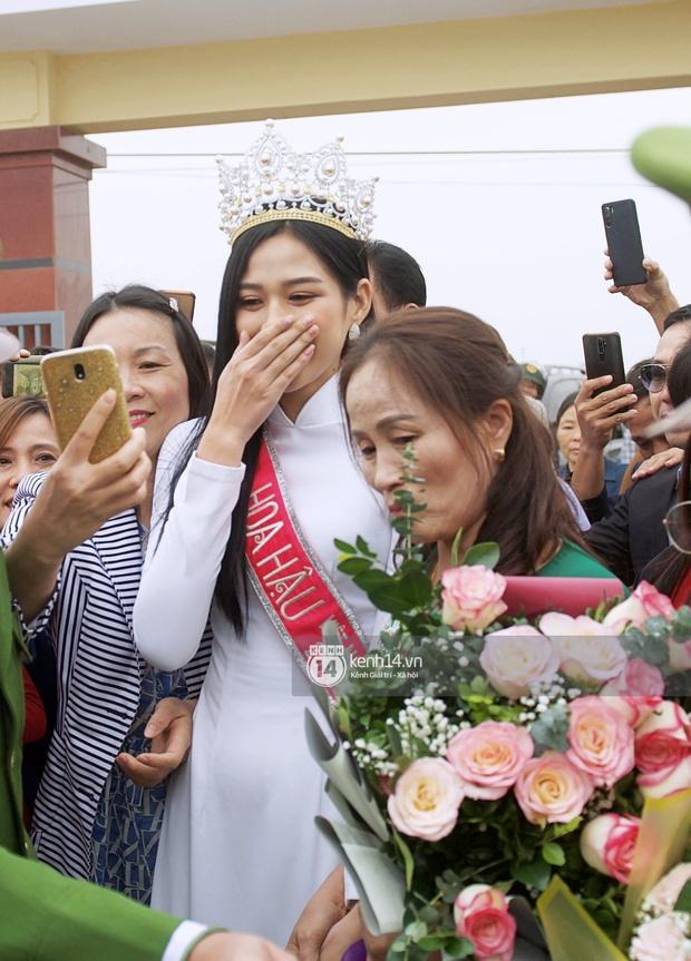 Phỏng vấn nóng mẹ Đỗ Thị Hà ngày con gái về làng: Dù con không là Hoa hậu Việt Nam thì con mãi là Hoa hậu bé nhỏ trong lòng mẹ - Ảnh 5.