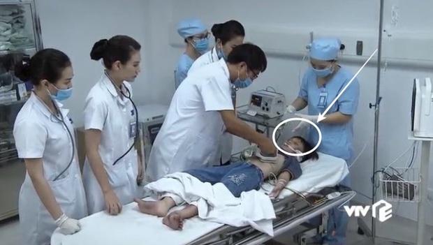 Rổ sạn nghiệp vụ tai hại ở Lửa Ấm: Người tuyên truyền sai về HIV/AIDS, kẻ vô tình hại chết cấp dưới - Ảnh 8.