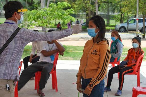 Campuchia xét nghiệm 4.000 người liên quan đến các ca nhiễm COVID-19 - Ảnh 1.