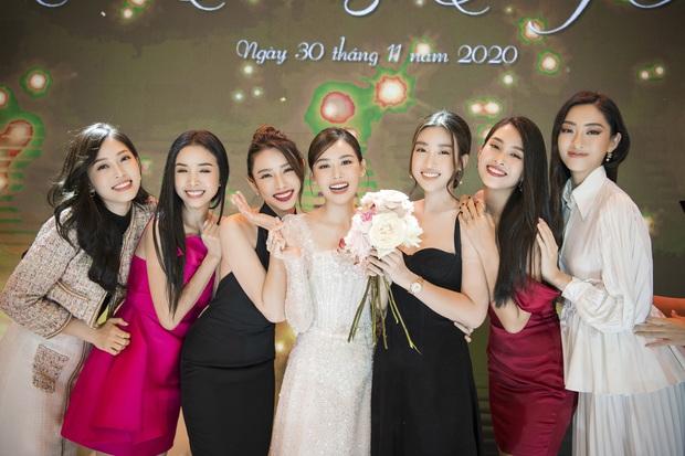 Xuýt xoa bộ ảnh đẹp trong đám cưới Á hậu Tường San: Cô dâu xinh nức nở khi bật khóc, bóng lưng chú rể gây chú ý lớn - Ảnh 6.