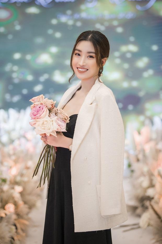 Xuýt xoa bộ ảnh đẹp trong đám cưới Á hậu Tường San: Cô dâu xinh nức nở khi bật khóc, bóng lưng chú rể gây chú ý lớn - Ảnh 9.