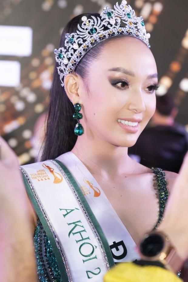 Khẩu chiến nhan sắc 2 Á khôi Du lịch Việt Nam 2020: Hết lộ mặt bóng dầu đến make up dữ dằn, kém nổi hơn hẳn thí sinh bị loại đằng sau - Ảnh 6.