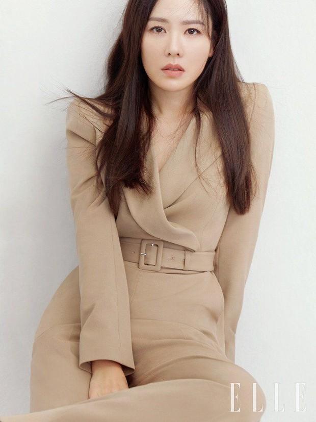 2 tình đầu quốc dân đụng hàng: Suzy thanh lịch nhưng đến Son Ye Jin sexy, cá tính mới đáng trầm trồ - Ảnh 3.