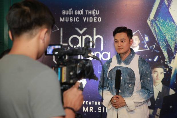Quang Vinh comeback hát nhạc Mr. Siro, MV miêu tả tổ hợp tình yêu hết sức phức tạp của Lynk Lee, Liz Kim Cương và Diễm My 9x - Ảnh 20.
