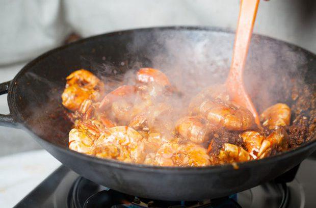Nhà bếp là nơi dễ dẫn đến ung thư nhất trong căn nhà, lý do liên quan đến thói quen nấu nướng của nhiều người - Ảnh 1.