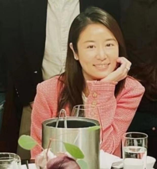 Vợ chồng Hoắc Kiến Hoa đập tan tin đồn ly hôn bằng ảnh chụp chung, sự chú ý đổ dồn vào đồ vật trên tay Lâm Tâm Như - Ảnh 3.