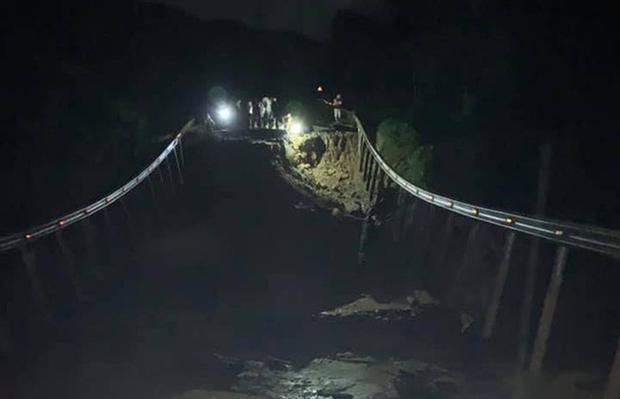 Quốc lộ 26 tiếp tục sạt lở 50m, sâu 10m, chia cắt tuyến huyết mạch Đắk Lắk - Khánh Hòa - Ảnh 2.