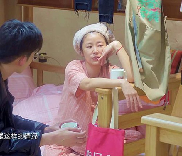 Vợ chồng Hoắc Kiến Hoa đập tan tin đồn ly hôn bằng ảnh chụp chung, sự chú ý đổ dồn vào đồ vật trên tay Lâm Tâm Như - Ảnh 6.
