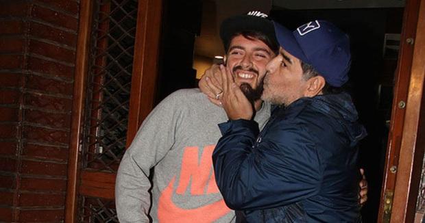 Con trai Maradona nổi giận, dọa dẫm 2 phóng viên vì phát ngôn thiếu suy nghĩ về cha mình - Ảnh 1.