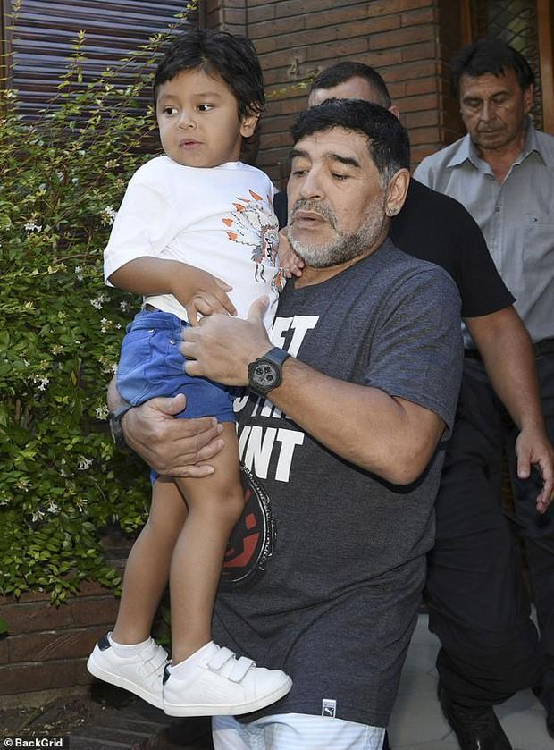 Lời nhắn cuối cùng của huyền thoại Maradona gửi cho bạn trai của tình cũ trước lúc mất: Hãy chăm sóc cô ấy và thiên thần nhỏ của tôi - Ảnh 2.