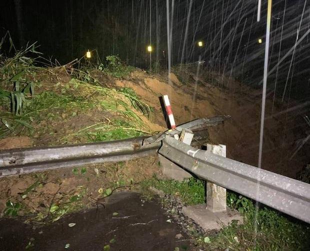 Quốc lộ 26 tiếp tục sạt lở 50m, sâu 10m, chia cắt tuyến huyết mạch Đắk Lắk - Khánh Hòa - Ảnh 4.