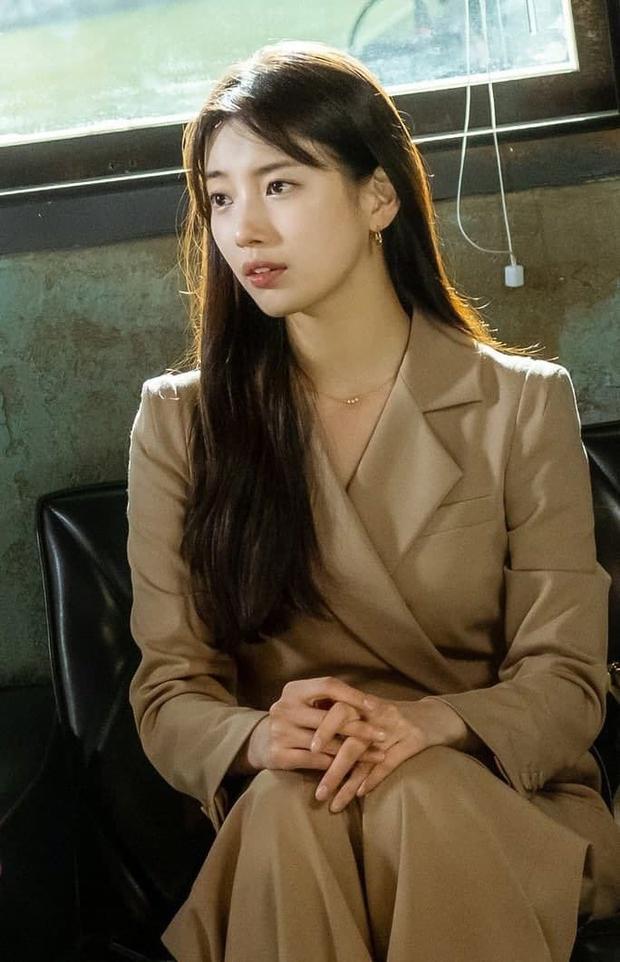 2 tình đầu quốc dân đụng hàng: Suzy thanh lịch nhưng đến Son Ye Jin sexy, cá tính mới đáng trầm trồ - Ảnh 2.