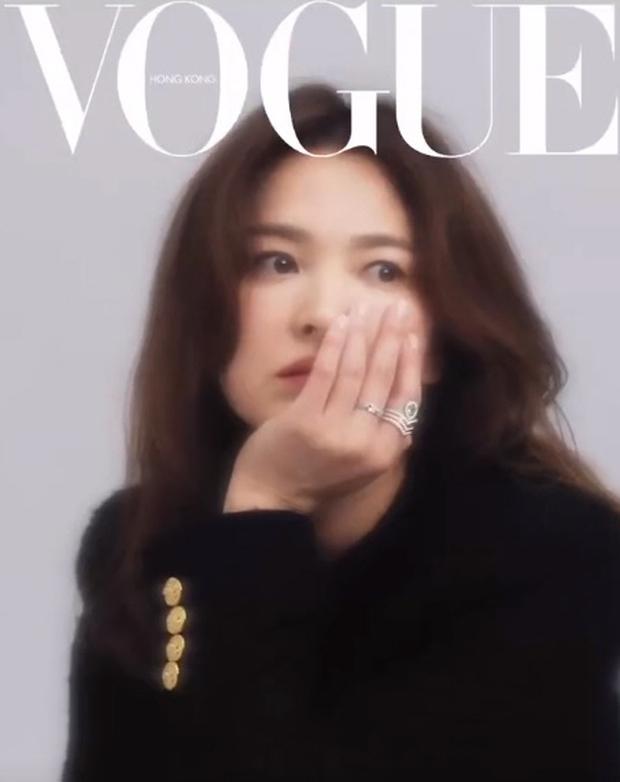 Ảnh hậu trường đỉnh cao của Song Hye Kyo: Mờ nhòe out nét khó hiểu, nhưng nhan sắc đẹp miễn chê đã cân lại ngoạn mục - Ảnh 2.