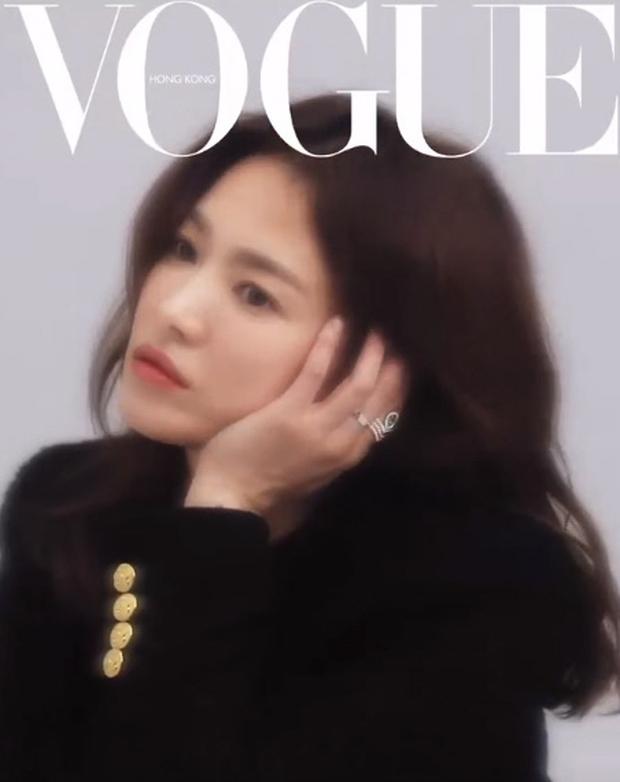Ảnh hậu trường đỉnh cao của Song Hye Kyo: Mờ nhòe out nét khó hiểu, nhưng nhan sắc đẹp miễn chê đã cân lại ngoạn mục - Ảnh 3.