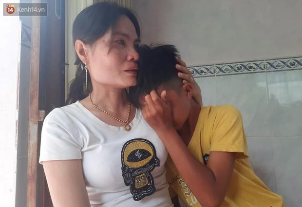 Bé trai 12 tuổi cùng bạn đạp xe 400km từ Cà Mau lên TP.HCM tìm mẹ đã được tặng xe đạp mới: Con nhớ mẹ lắm, con không muốn xa mẹ nữa đâu - Ảnh 5.