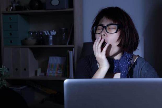 5 hành vi gây hại cho mắt mà người trẻ thường hay mắc phải, không sửa ngay có thể gây viêm nhiễm, tổn thương mắt - Ảnh 3.