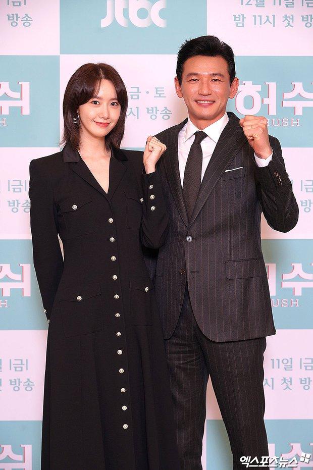 Yoona (SNSD) bất ngờ cắt phăng mái tóc dài nữ thần, nhan sắc liệu có xuống level bên ông hoàng phòng vé? - Ảnh 7.