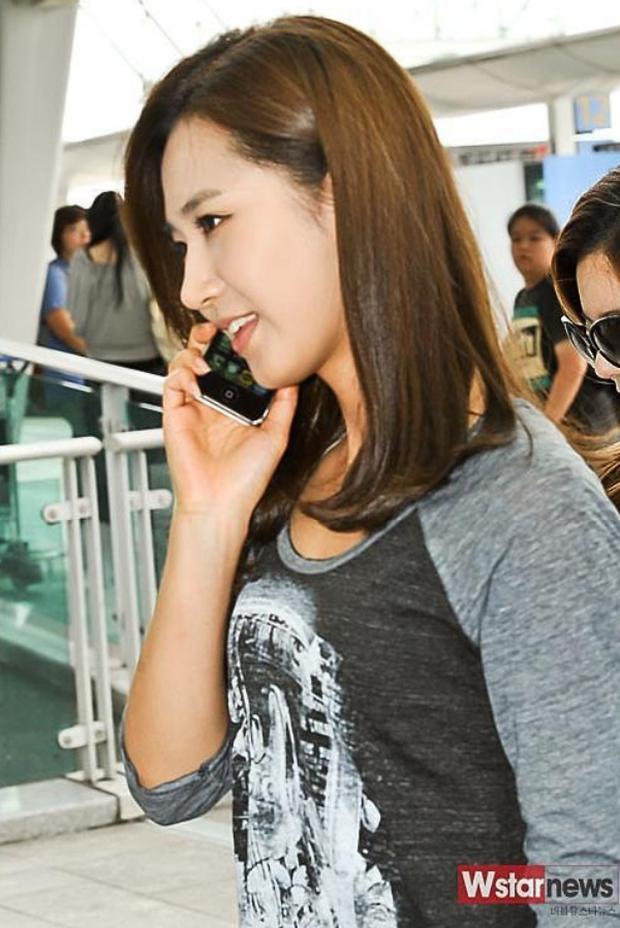 """Sau 9 năm, Yuri (SNSD) cuối cùng cũng đã tiết lộ sự thật về bức ảnh """"giả trân"""" tại sân bay - Ảnh 2."""