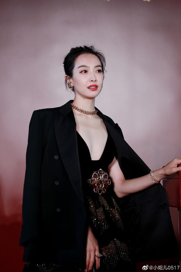"""Từng bị chê bai body thậm tệ khi thành Nữ thần Kim Ưng, Victoria giờ khiến Cnet """"quay xe"""" với ảnh bóng lưng sexy ngút ngàn - Ảnh 11."""