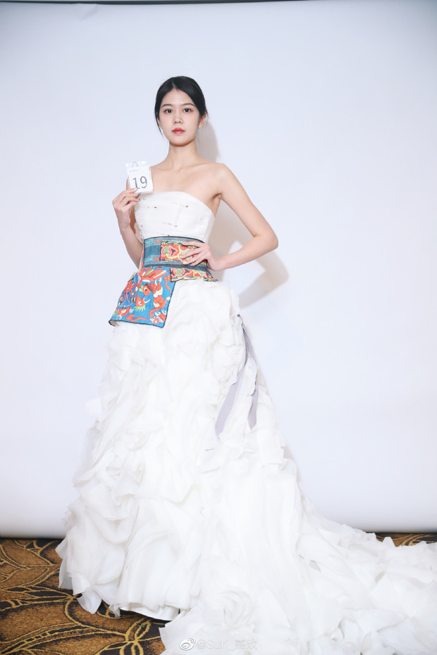 Hoa hậu Hoàn vũ Trung Quốc vừa lên ngôi đã bị chê bai nhan sắc thậm tệ, ảnh thật và ảnh trên mạng khác nhau một trời một vực - Ảnh 10.