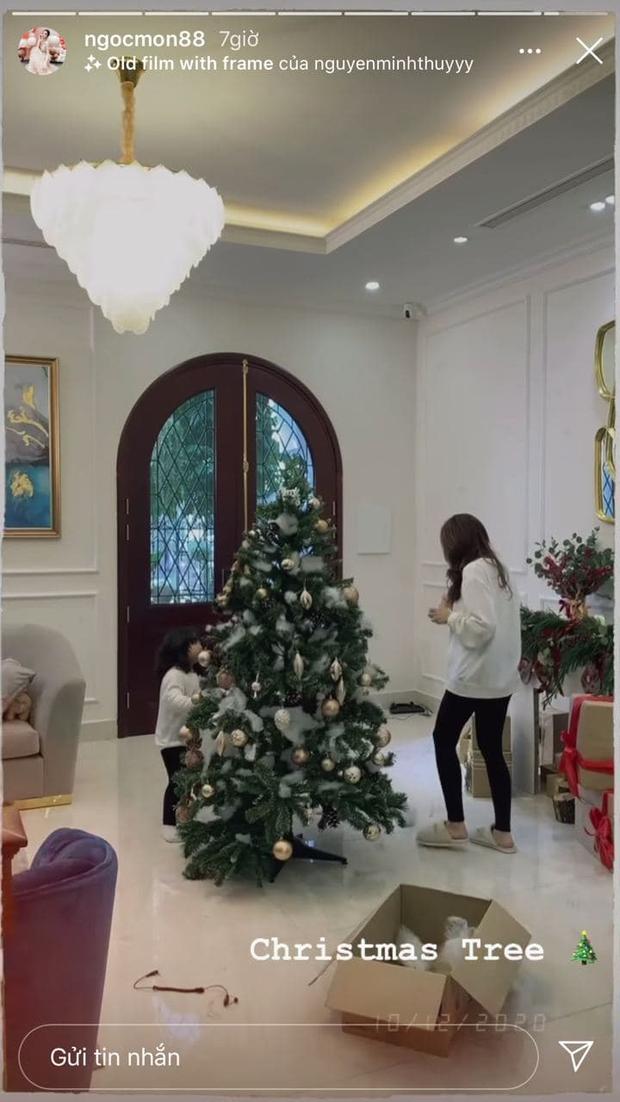 Hội nhà giàu khoe cây thông to đùng vật vã, nổi bật trên không gian sống sang chảnh thấy mà mê - Ảnh 9.