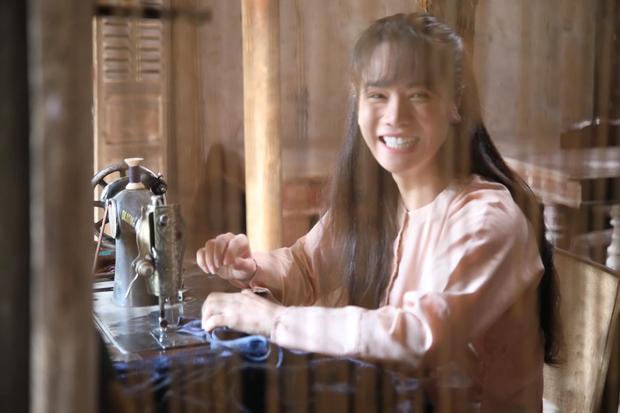 Nhật Kim Anh trẻ đẹp rạng rỡ trên phim trường chỉ nhờ đổi kiểu tóc, chị em mau ùa vào học hỏi! - Ảnh 2.