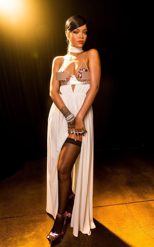 Rihanna đúng là nữ hoàng thảm đỏ của Hollywood: Bức tử vòng 1 ngồn ngộn, mặc như nude 100%, đẹp nhất lại là lúc hở tinh tế - Ảnh 14.