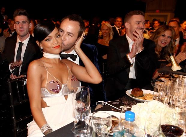 Rihanna đúng là nữ hoàng thảm đỏ của Hollywood: Bức tử vòng 1 ngồn ngộn, mặc như nude 100%, đẹp nhất lại là lúc hở tinh tế - Ảnh 15.