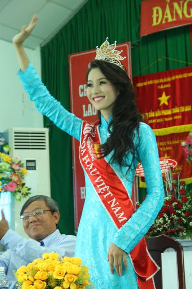Loạt ảnh Đặng Thu Thảo về thăm trường gây sốt, netizen bỗng tranh cãi nảy lửa và bất ngờ réo tên Hoa hậu Đỗ Thị Hà - Ảnh 4.