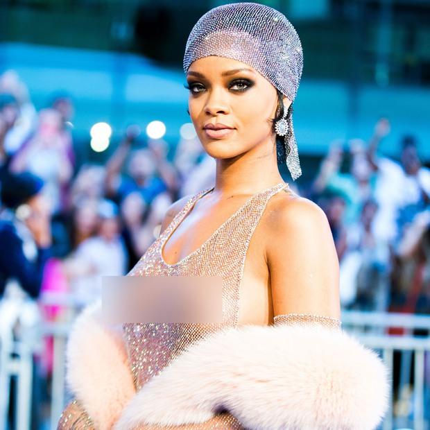 Rihanna đúng là nữ hoàng thảm đỏ của Hollywood: Bức tử vòng 1 ngồn ngộn, mặc như nude 100%, đẹp nhất lại là lúc hở tinh tế - Ảnh 11.