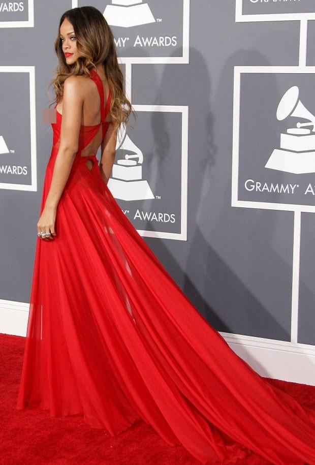 Rihanna đúng là nữ hoàng thảm đỏ của Hollywood: Bức tử vòng 1 ngồn ngộn, mặc như nude 100%, đẹp nhất lại là lúc hở tinh tế - Ảnh 18.