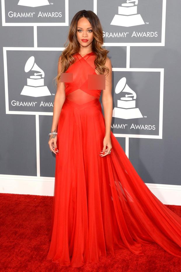Rihanna đúng là nữ hoàng thảm đỏ của Hollywood: Bức tử vòng 1 ngồn ngộn, mặc như nude 100%, đẹp nhất lại là lúc hở tinh tế - Ảnh 19.