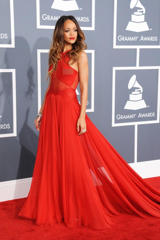 Rihanna đúng là nữ hoàng thảm đỏ của Hollywood: Bức tử vòng 1 ngồn ngộn, mặc như nude 100%, đẹp nhất lại là lúc hở tinh tế - Ảnh 17.