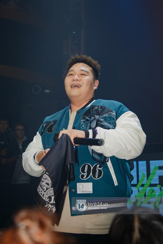 R.Tee vừa diss antifan vừa quẩy tung với 16 Typh, Yuno Bigboi nhá hàng bản demo mới toanh hậu Rap Việt - Ảnh 16.
