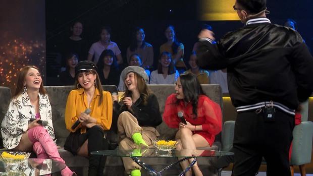 Yến Trang bất ngờ khi được Nguyễn Hồng Thuận nhiệt tình thả thính trên truyền hình - Ảnh 3.