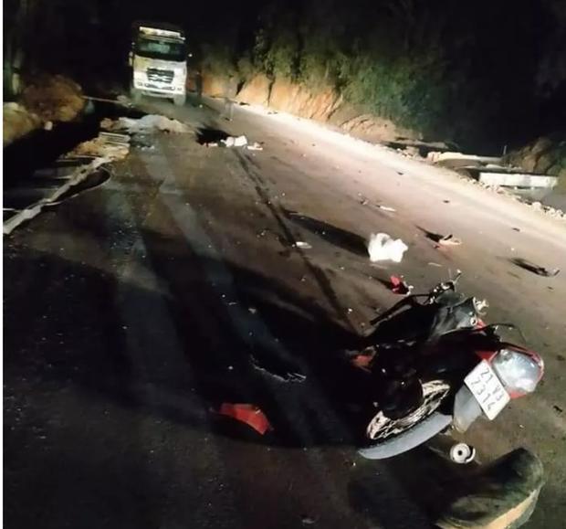 Yên Bái: Truy tìm ô tô gây tai nạn làm 2 người tử vong rồi bỏ mặc nạn nhân, trốn khỏi hiện trường - Ảnh 1.