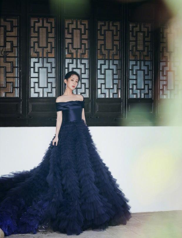 Khung hình đối lập của Dương Tử làm Weibo dậy sóng: Ảnh PTS hoàn hảo bao nhiêu, ảnh khán giả chụp gây thất vọng bấy nhiêu - Ảnh 2.
