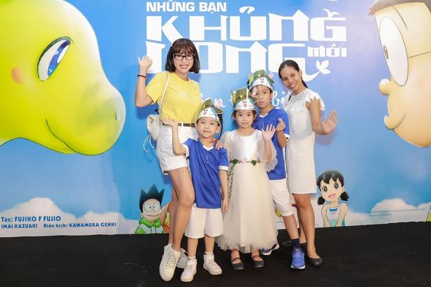 Hình ảnh mới nhất của con gái Mai Phương: Lớn phổng phao, xinh như bản sao của mẹ, thích thú đi chơi bên Ốc Thanh Vân và bảo mẫu - Ảnh 2.