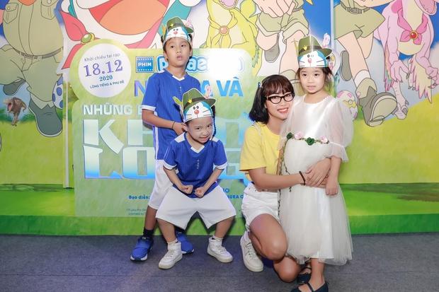 Hình ảnh mới nhất của con gái Mai Phương: Lớn phổng phao, xinh như bản sao của mẹ, thích thú đi chơi bên Ốc Thanh Vân và bảo mẫu - Ảnh 4.