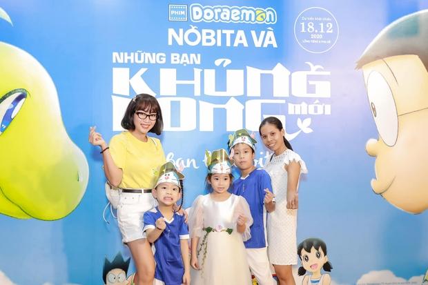 Hình ảnh mới nhất của con gái Mai Phương: Lớn phổng phao, xinh như bản sao của mẹ, thích thú đi chơi bên Ốc Thanh Vân và bảo mẫu - Ảnh 3.